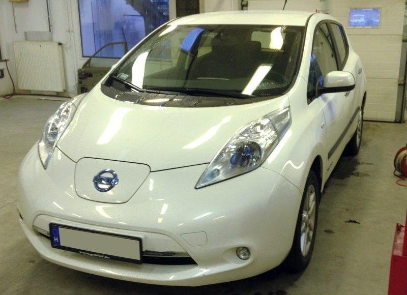 Nissan Leaf-be tempomat beszerelés utólag? Elektromos autóba nem lehet! Vagy mégis?